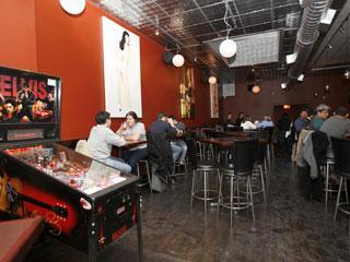 Dark Horse Tavern >> Risque Cafe Information From Wrigleyville Bars